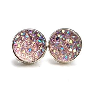 3/$15🎀light pink crystal faux druzy studs